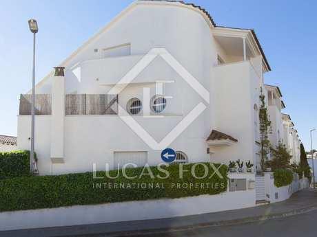 Moderna villa grande en venta en Sitges