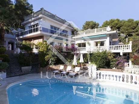 Villa de 5 dormitorios con piscina en venta en Bellamar