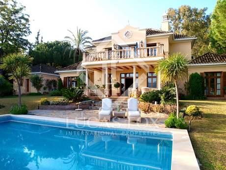Villa for sale in Las Brisas Golf, Nueva Andalucia