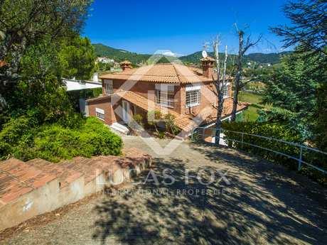 Bi-level villa for sale in Alella, Maresme