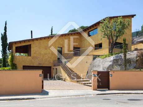 Mediterranean villa for sale in Cabrera de Mar, Spain