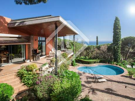 5-bedroom villa on large plot for sale in Cabrera de Mar