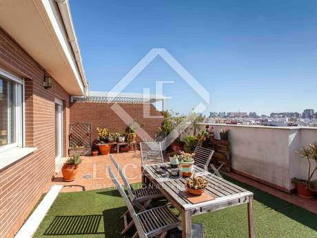 Duplex penthouse with a 50 m² terrace for sale in Valencia