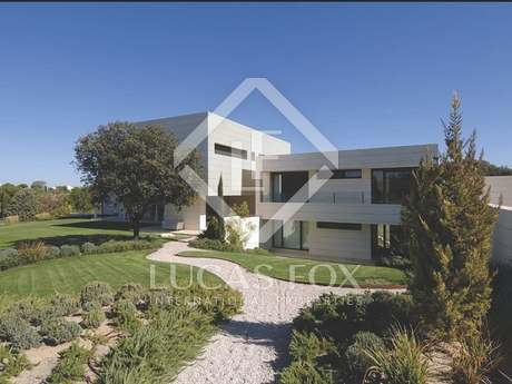 Luxury 5-bedrooms 5-bathroom villa for rent, La Finca Madrid