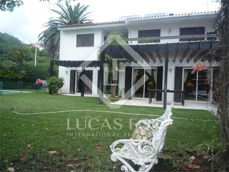 5 Bedroom House for Sale in Estoril, with Garden and Pool