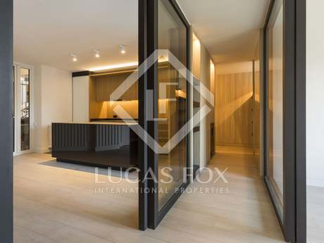 Renovated high floor apartment for sale on Calle Jonqueras