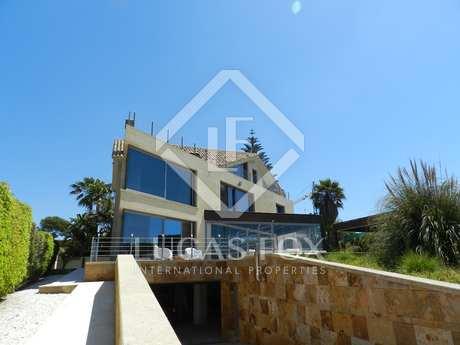 Villa en venta primera línea de mar en El Rosario, Elviria