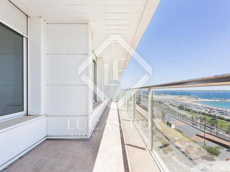 Bright 4-bedroom apartment for sale in Diagonal Mar
