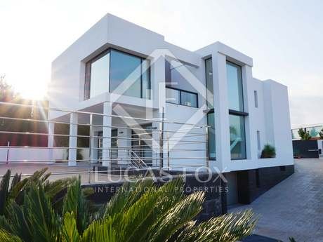 Minimalist golf villa with 4 bedrooms for sale in Bétera