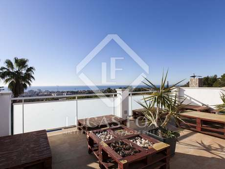 House with pool and sea views for sale in Vallpineda, Sitges
