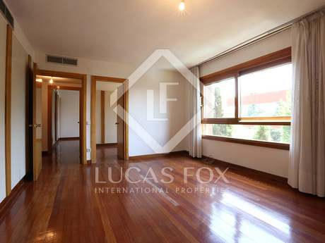 210 m² apartment with 3 bedrooms to buy in El Viso
