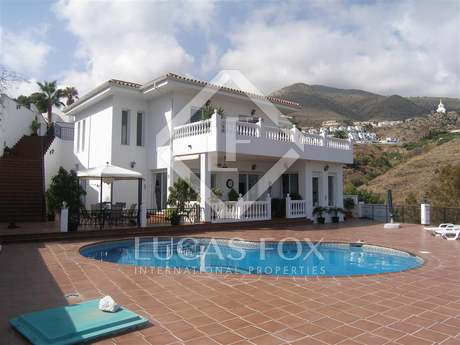 235m² villa with a garden and pool for sale in Benalmadena