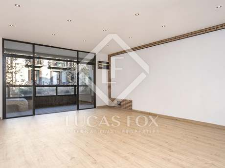 Renovated 4-bedroom apartment for sale in Eixample Left