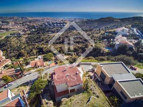 Villa de 4 dormitorios con vistas, en venta en Alella
