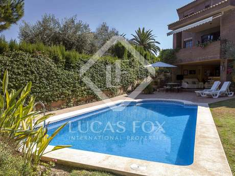 4-bedroom house with a 250m² garden for sale in Puzol