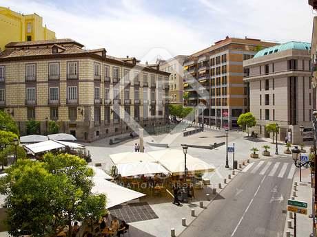 Residencia a renovar de 5 dormitorios en el barrio de Palacio