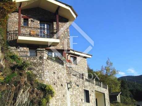 Andorra. Magnificent chalet for sale in l'Aldosa de La Masana.