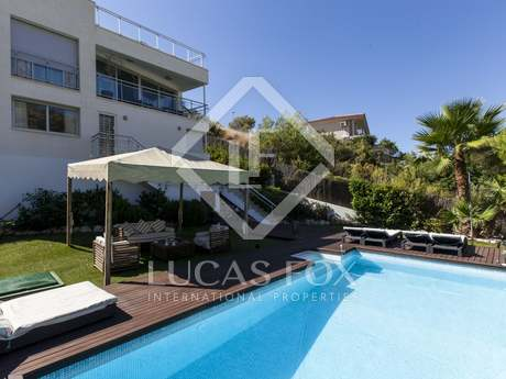 4-bedroom villa with an infinity pool in Montgavina, Sitges