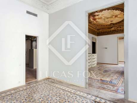 Property with a huge private patio for sale on Calle Casp