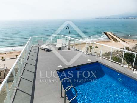 Seafront villa for holiday rental in Cullera, Valencia