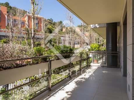 Apartamento de 3 dormitorios en alquiler en La Bonanova, Barcelona.