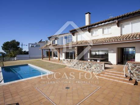 6-bedroom villa with garden and pool for sale in Vallpineda