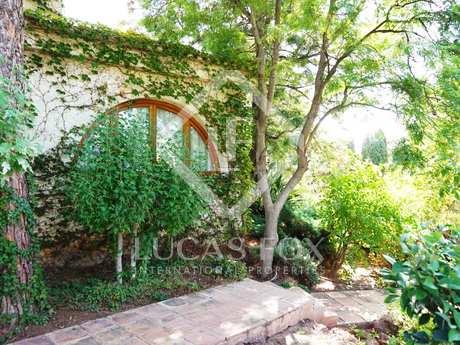 Opportunity to renovate a villa in Los Monasterios, Valencia