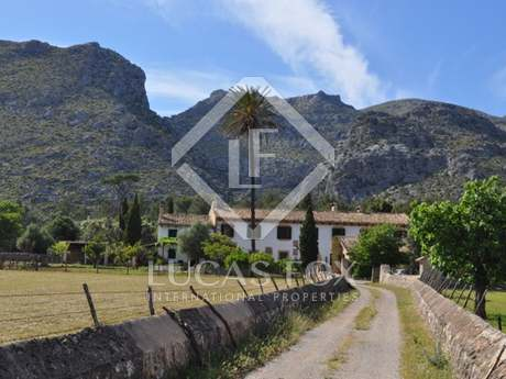 Country estate for sale in North Mallorca near the sea