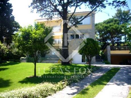 Modern 5-bedroom house for sale in Estoril centre