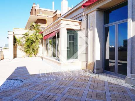 Duplex penthouse with a pool to rent on Paseo de Alameda