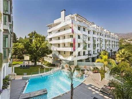 Apartments for sale in development close to Marbella centre