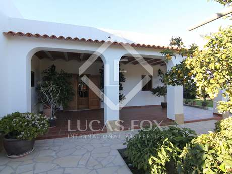 3-bedroom country house for sale in Ibiza on large plot