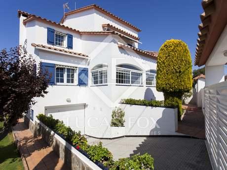 Casa / Vil·la de 470m² en venda a Els Cards, Sitges