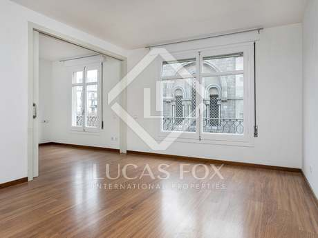 Newly renovated 2-bedroom apartment on Calle Roger de Lluria