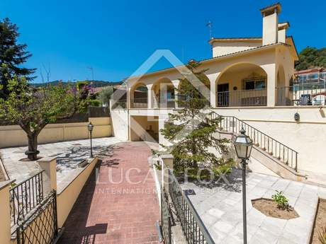 312 m² villa for sale in Alella, Maresme