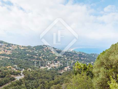 Apartment to renovate with a 150m² garden for sale in Begur