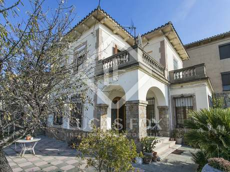 5-bedroom detached house to buy and renovate in Sants