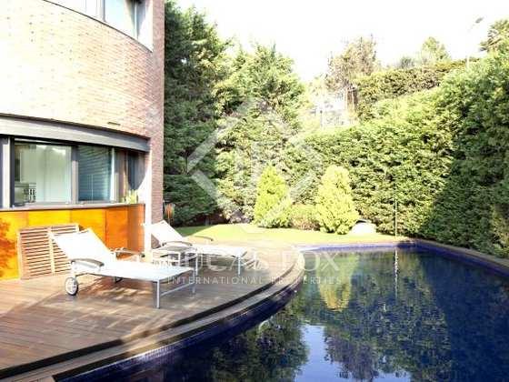 Casa de lujo de 5 dormitorios en alquiler en pedralbes for Alquiler casa jardin barcelona