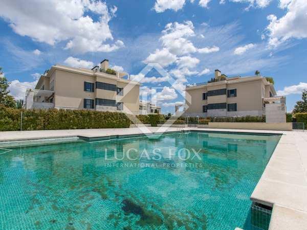 Piso de 120 m² con jardín de 250 m² en alquiler en Aravaca