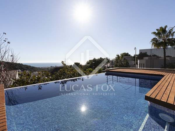 400m² House / Villa for sale in Levantina, Barcelona
