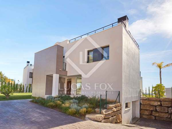 305m² House / Villa with 125m² terrace for sale in New Golden Mile