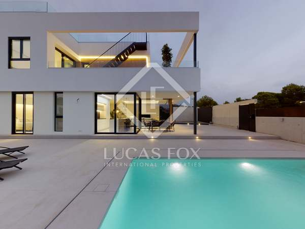241m² House / Villa for sale in Finestrat, Alicante