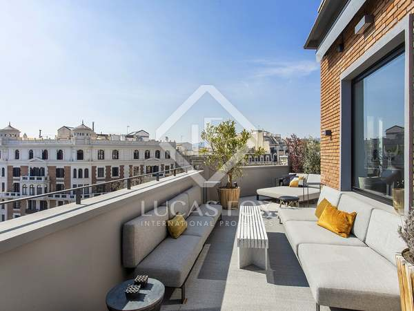 239m² Penthouse with 118m² terrace for sale in Eixample Right