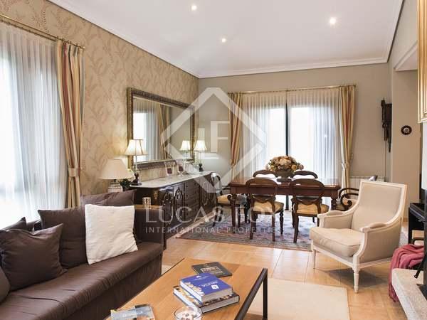 Casa / Villa de 576m² en venta en Pontevedra, Galicia