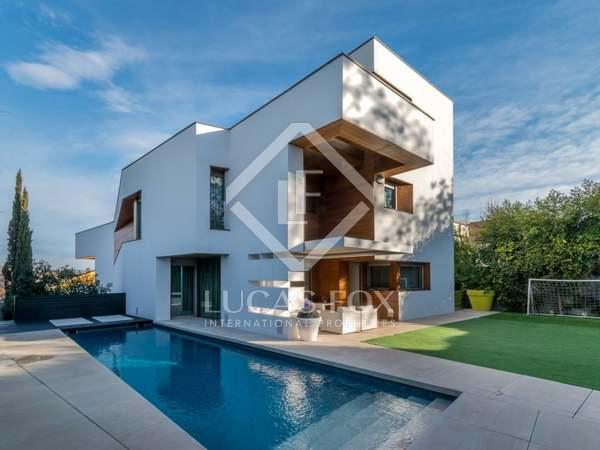 Casa de lujo moderna en venta en Sant Cugat, Barcelona.