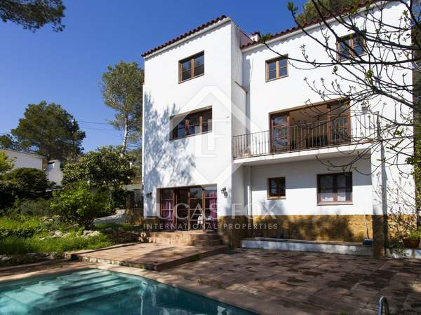 Country property for sale in the hills close to Sitges