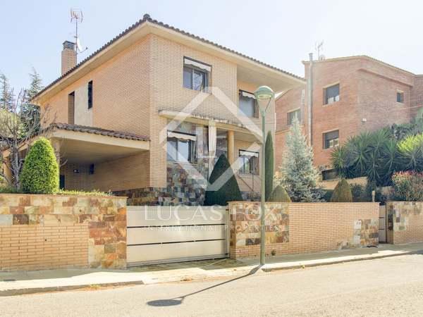 Huis / Villa van 209m² te huur in Urb. de Llevant