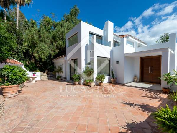 huis / villa van 466m² te koop met 2,141m² Tuin in Nueva Andalucía