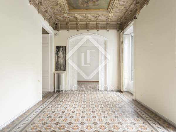 383m² Apartment with 9m² terrace for sale in Eixample Right