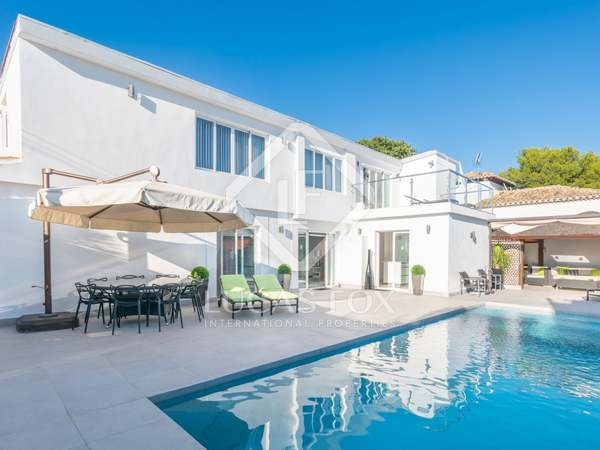 303m² House / Villa with 450m² garden for sale in Nueva Andalucía